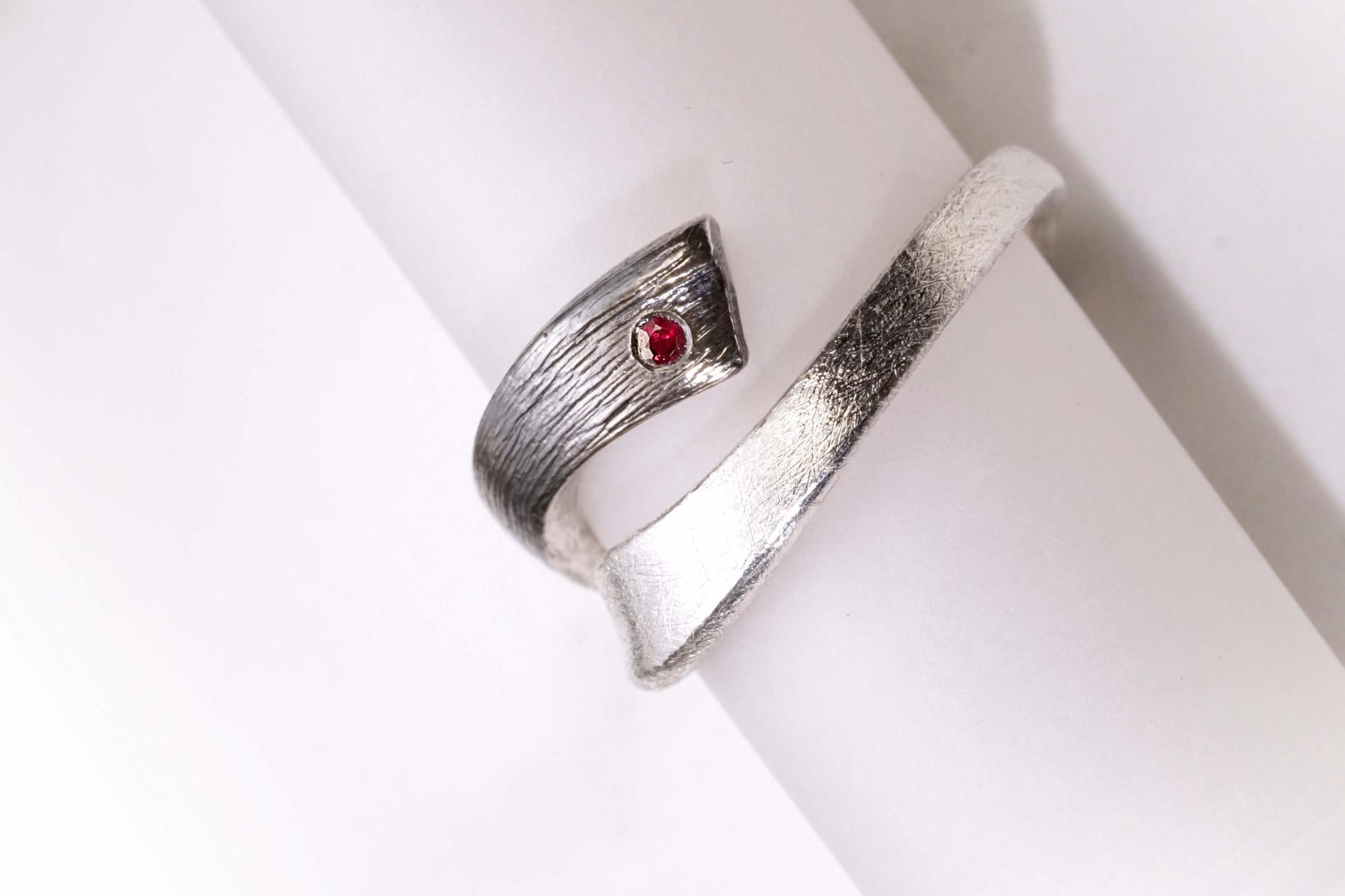 Chia Jewelry訂製婚戒 婚戒設計 客製化婚戒 客製化對戒 對戒設計 鑽戒 客製化鑽戒 結婚戒指 結婚鑽戒
