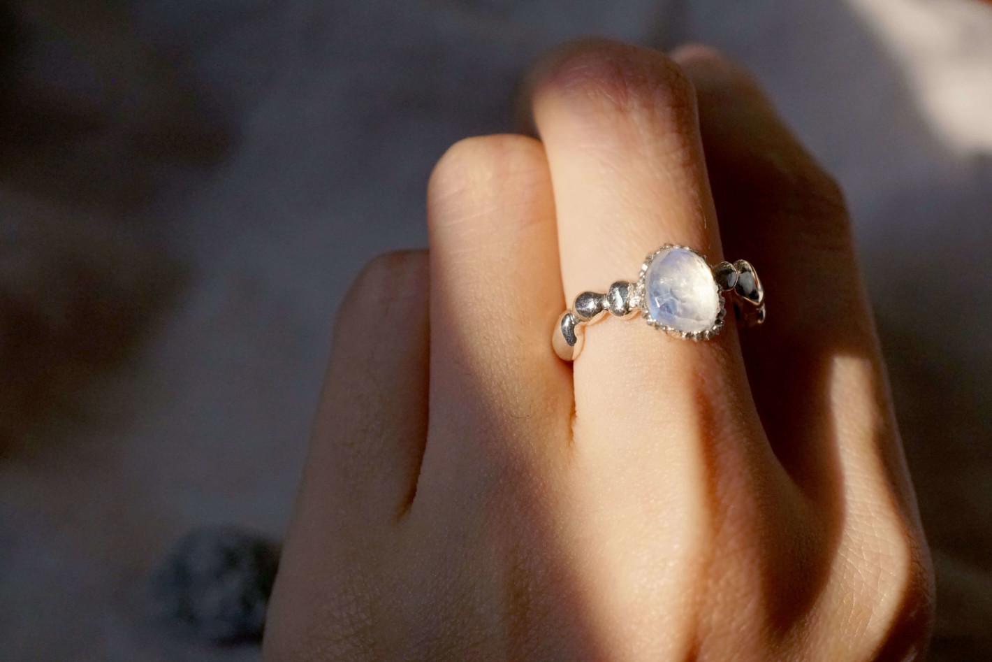 chia jewelry訂製珠寶-月光石痘痘石子戒,銀飾設計、飾品設計、婚戒設計,訂製你的專屬首飾